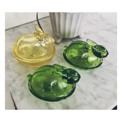 pask-hare-pressglas-grön- vintage-godis-skal-