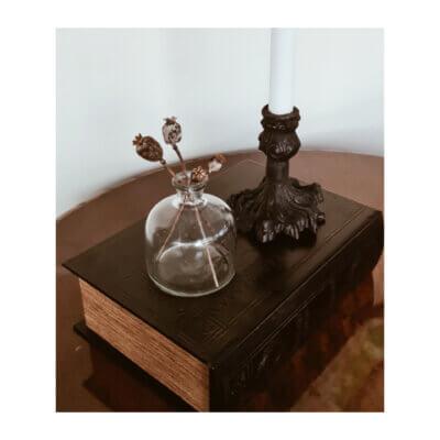 blomvas liten klarglas ljusstake gjutjarn svart